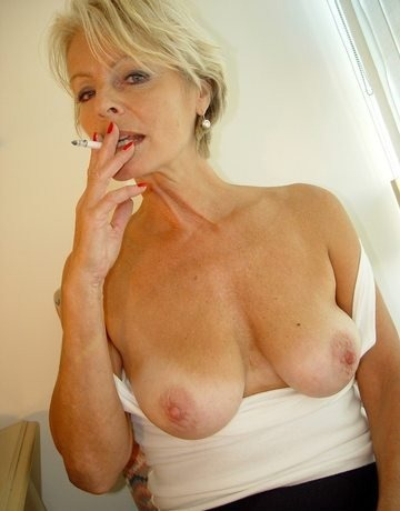 justine-revealing-her-nice-tits-on-old-spunkers