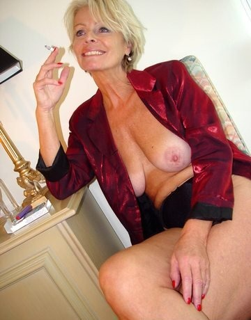 justine-smoking-on-old-spunkers