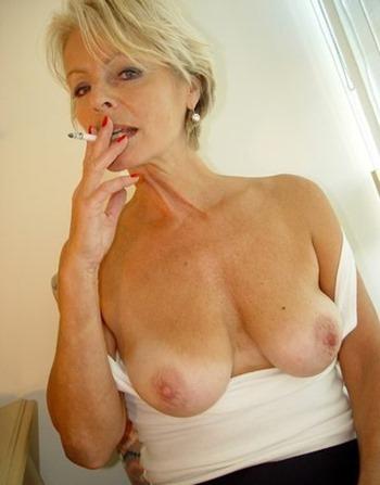 old-spunkers-justine-posing-naked